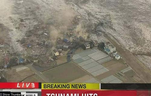 Tsunami right after Eartquake Japan