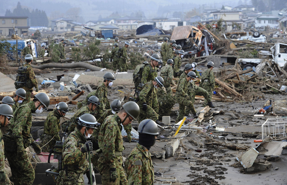 Rescue team in Japan make silence for the victims