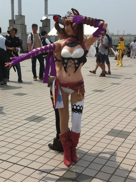 Sexy Cosplay Girls in Tokyo Comiket