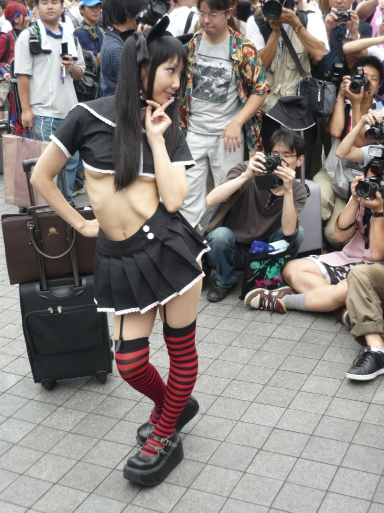 Sexy Cosplay Girl in Tokyo Comiket